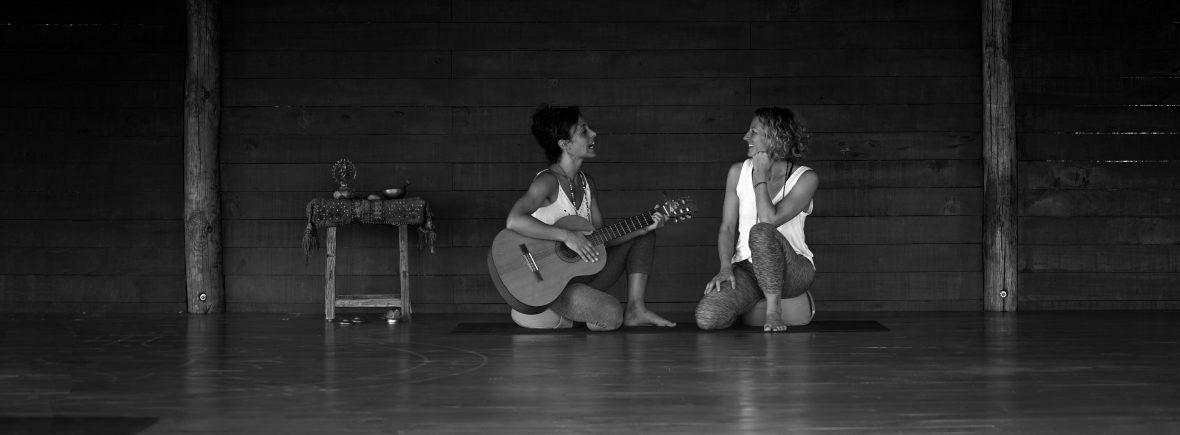 YOGA Singen Gitarre